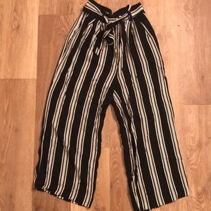 Flowy ankle-cropped striped pants, size Small